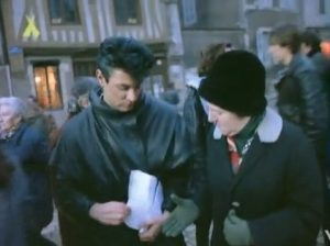 New Moon on Monday Duran Duran Roger hands out flyers